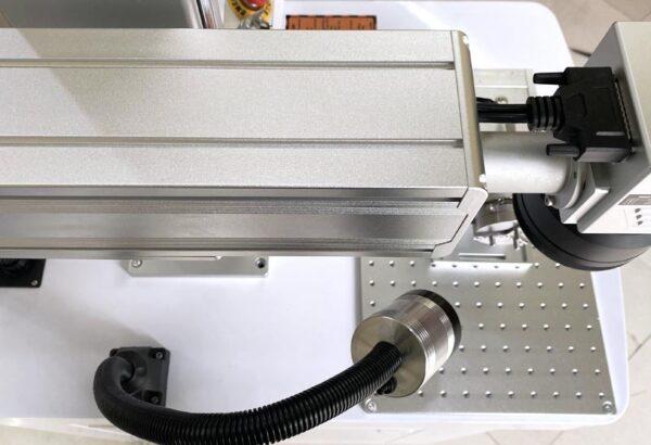 Hình ảnh zoom gần máy khắc laser trang sức